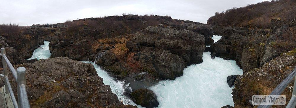 Cascadas Hraunfossar en Islandia