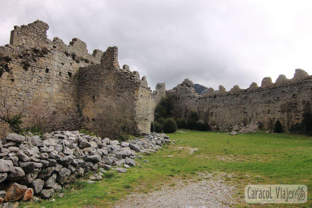 Castillo de Puilaurens ruta de los cátaros