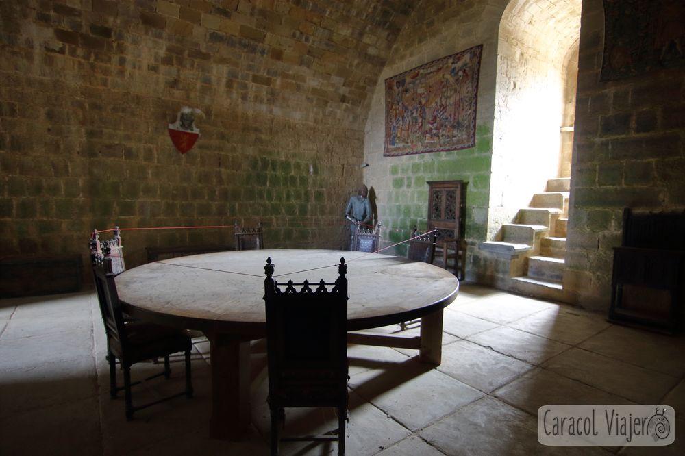 Puiverte y su mesa redonda, interior torre