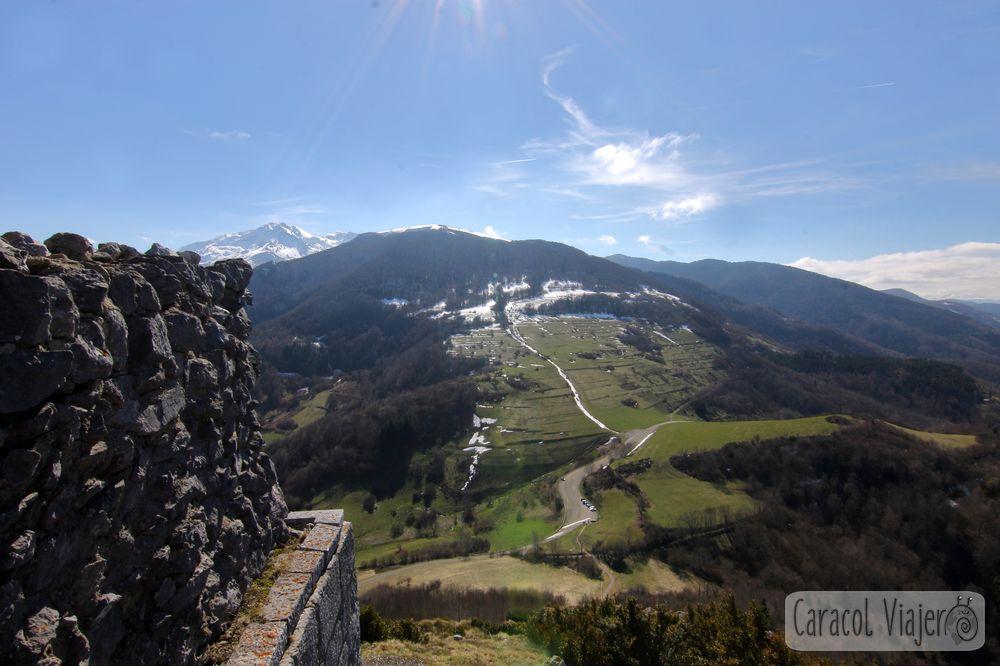 Vistas a los Pirineos desde Montségur