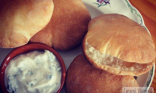 El pan de pita casero para aperitivos, falafel o kebab