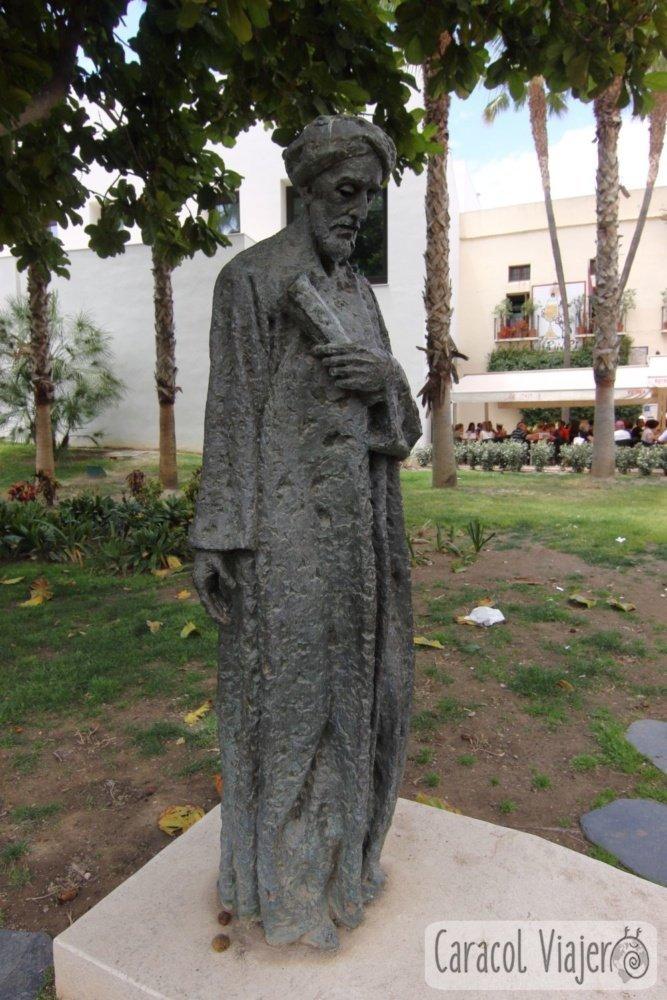 Filósofo Ben Gabirol estatua