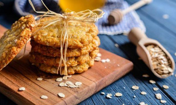 Receta de galletas ANZAC australianas de avena y coco