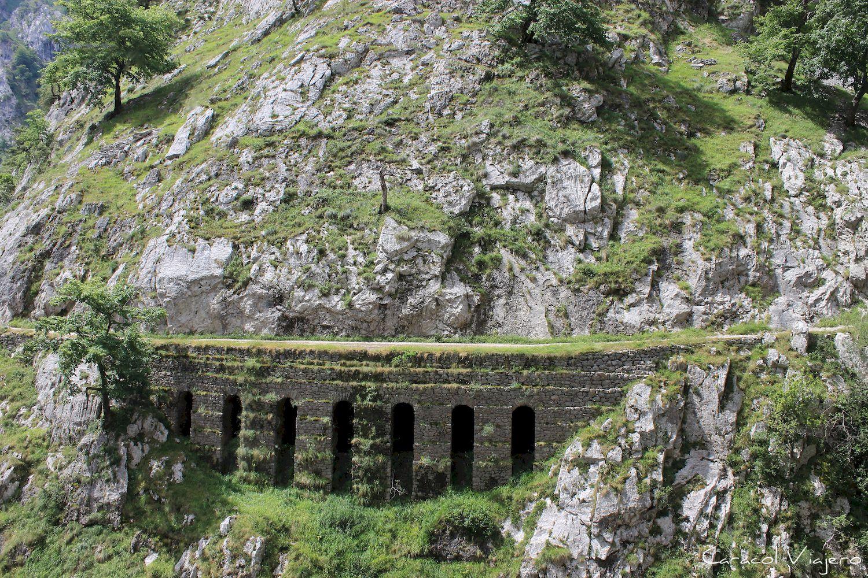 Río Cares Acueducto en ruta