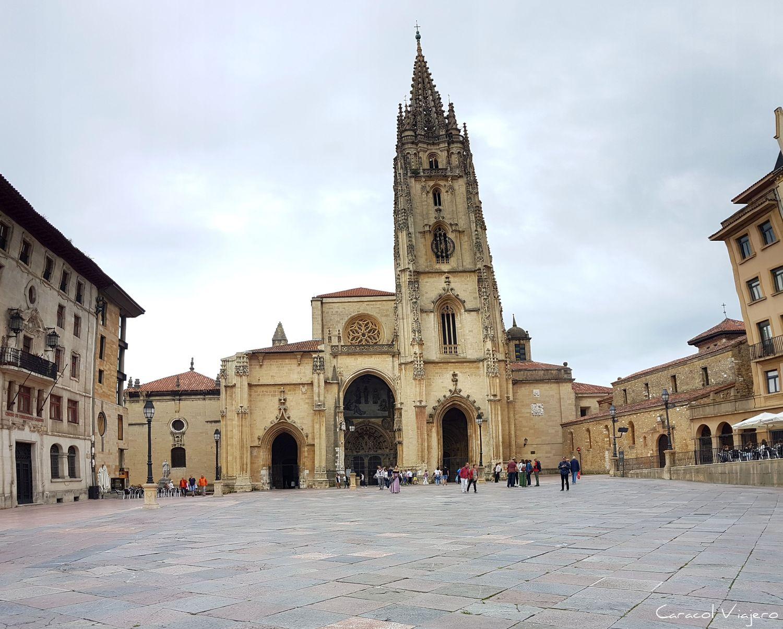 Catedral y plaza Alfonso II El Casto