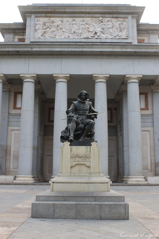 Prado estatua de Velazquez