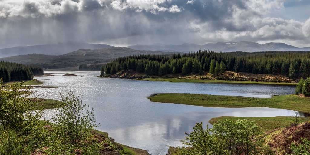 Vistas lago Laggan Escocia