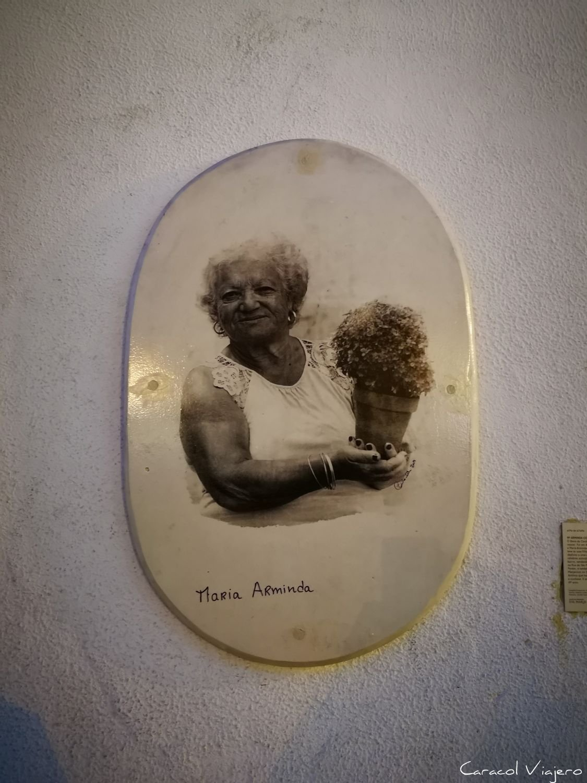 placa a Maria Arminda