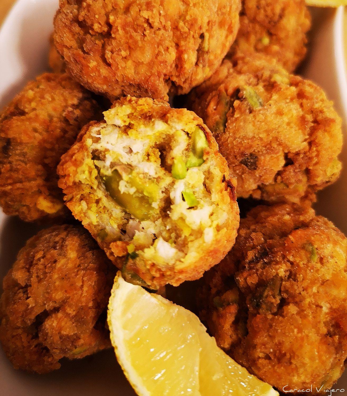 albóndigas de pistachos y pollo