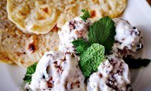 Albóndigas libanesas con salsa de yogur y menta   35 min