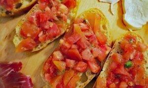 Bruschetta Italiana – Un aperitivo fresco en 10 min