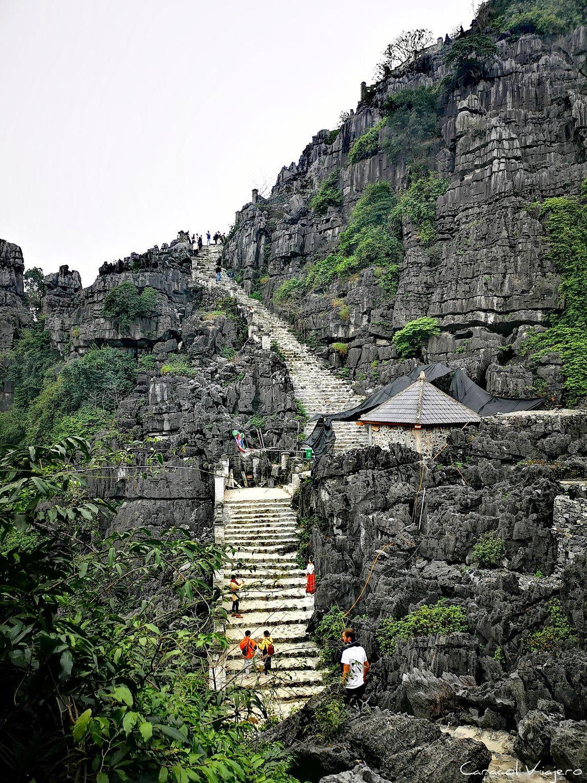 Escaleras de Mua Cave