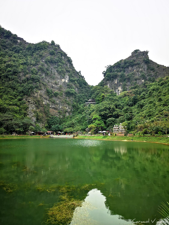 Vietnam, cuevas y lagos