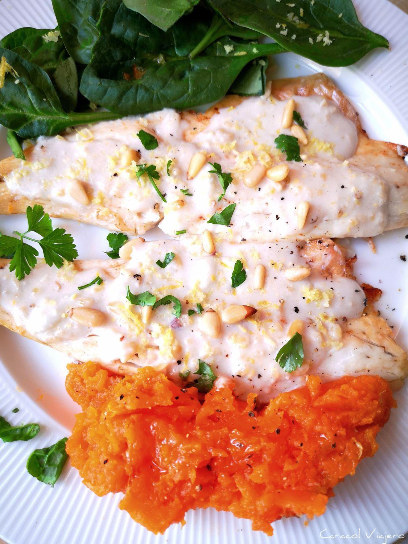 pescado blanco con salsa de piñones