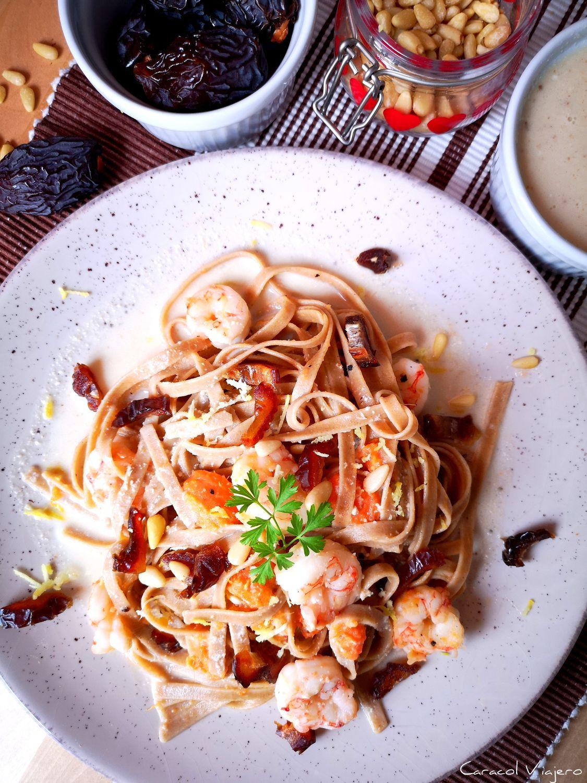 Tallarines integrales con langostinos y salsa de piñones