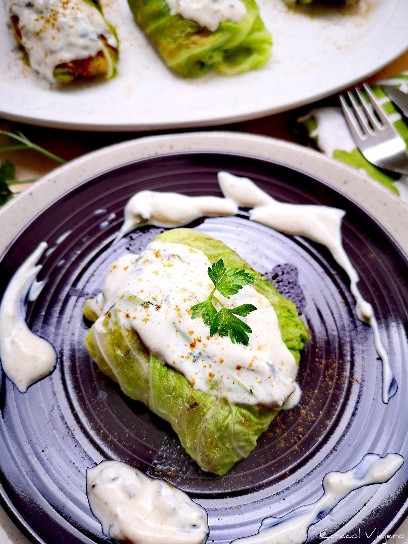 Hojas de col rellenas vegetarianas | Malfuf libanés sin carne