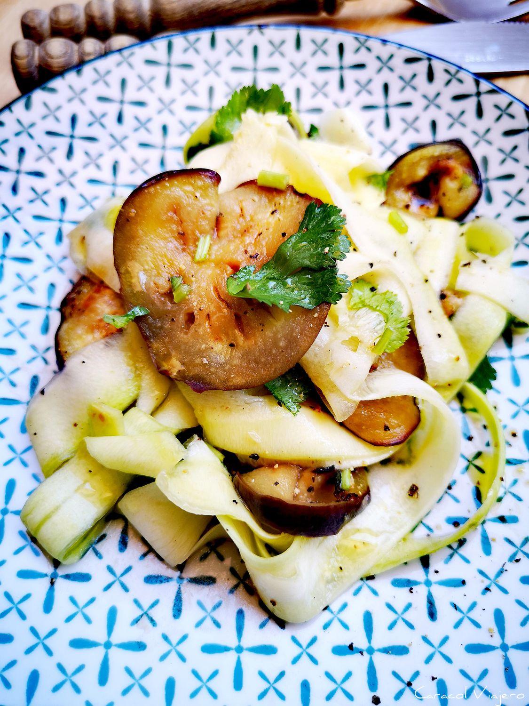 Ensalada de berenjena asada, calabacín y cilantro   25 min